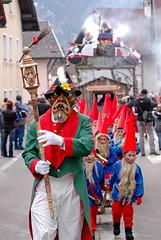 nassereith99 (siegele) Tags: roller carnaval carnevale fasching karneval bren maje fastnacht fasnacht snger karner spritzer hexen scheller nassereith kehrer labera sackner brenkampf schellerlaufen ruasler schnller