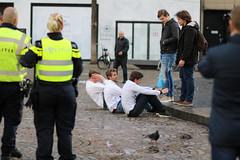 Ontgroening in Amsterdam (Ide Nauta photography) Tags: school students beer amsterdam dam bier hazing studentenhuis initiation studenten politie ontgroening vereniging koningsdag kingsday