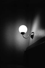 lights and shadows (uwaka) Tags: blancoynegro film lamp 35mm lights luces shadows room contax pelicula lampara habitacin sombras compact kodak400 analogico