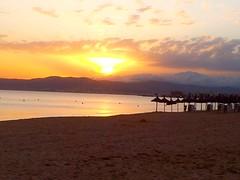 Mallorca - Sonnenuntergang (ohaoha) Tags: strand island spain sand meer wasser europa europe sonnenuntergang south wolken insel berge espana mallorca sonne spanien majorca baleares balearen gebirge mediteranean mittelmeer sonnenschirme sdeuropa balearicisland southeuruope