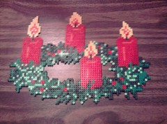 382586_10150389254314912_654264911_8607166_536122881_n (ferrarigirl666) Tags: beads pattern example hama perler kerstmis chrismas voorbeeld patroon adventskrans strijkkralen