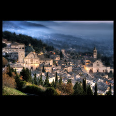 Assisi - Umbria (R.o.b.e.r.t.o.) Tags: november autumn sunset italy fall church fog lights glamour nikon italia tramonto novembre pg chiesa luci roberto nebbia autunno hdr assisi umbria citt sanfrancesco chiese santachiara 2011 d700 sanrufino