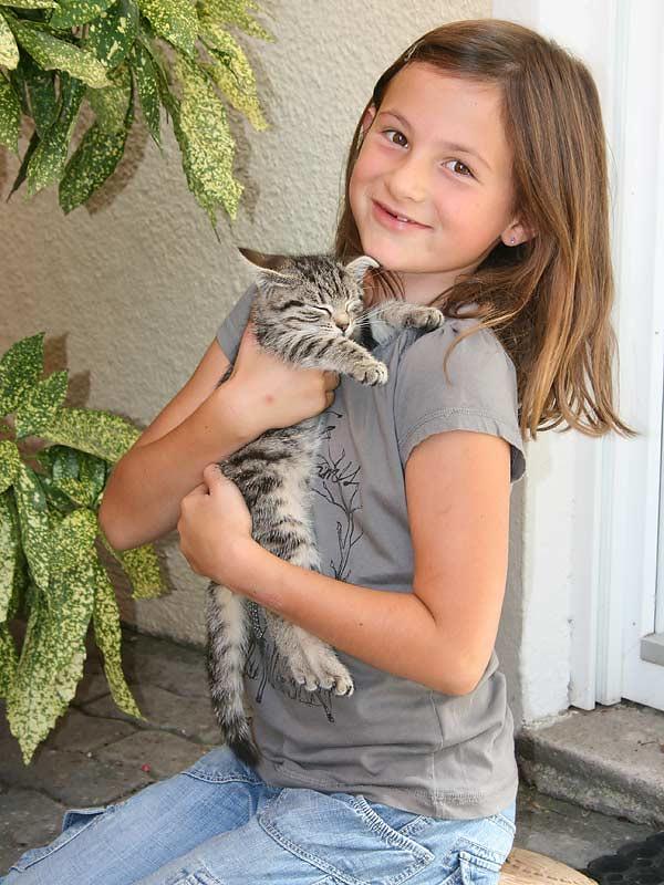 Lindenhof Hausmann - Mädchen mit Katze