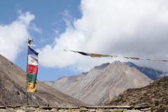 Syangang (6026 m) (benoit_d) Tags: nepal mountain montagne trek flag around himalaya annapurna drapeau trekk priere tourdesannapurnas syagang ghyanchang