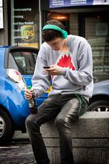 Multimedia Boy (Nephelim (www.nerobizzarro.com)) Tags: trip boy people scotland stirling persone journey headphones newgeneration viaggio ragazzo cuffie iphone scozia nuovegenerazini
