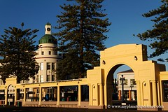 Archway and The Governer's Inn - Napier, New Zealand (My Planet Experience) Tags: trip travel newzealand vacation holiday tower art clock tourism architecture canon photography photo photographie tour place image pics sightseeing visit icon location tourist clocktower journey nz destination northisland hastings sight archway traveling visiting deco paysage exploration napier parc touring marineparade australe nouvellezlande artdecoarchitecture ledunord wwwmyplanetexperiencecom myplanetexperience thegovernersinn