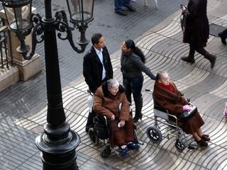 BARCELONA.Gente en las Ramblas.Ligando