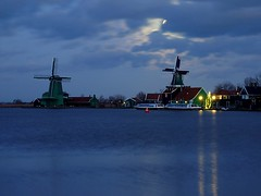 Zaanse Schans, the Netherlands (Frans.Sellies) Tags: holland netherlands windmill night clouds cloudy thenetherlands windmills zaanseschans p1410784