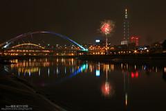 101(2012) (Singer ) Tags: bridge reflection canon river boat taiwan firework 101 taipei      2012 nightscenes  101          taipei101skyscraper canon550d singer singer186 101