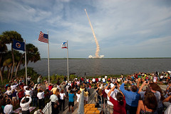 STS-127 launch crowd (Ben_Cooper) Tags: nasa liftoff kennedyspacecenter ksc launch spaceshuttle endeavour nationalaeronauticsandspaceadministration bananacreek shuttleendeavour sts127