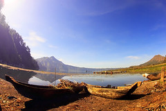 LONGING,,,,, (ManButur PHOTOGRAPHY) Tags: morning travel blue light sky bali sun mist mountain lake reflection green nature water canon indonesia landscape photography volcano boat scenery aqua asia view fisheye tokina mount crater caldera fe activity polarizer active batur treking threes kintamani 500d