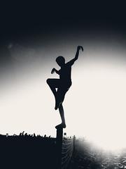 encerar... pulir (quino para los amigos) Tags: beach silhouette playa santos karatekid miramar miyagui patada pulir encerar p1040065