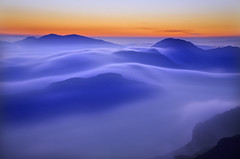 El Valles (Lluis i Vinyet) Tags: mountain fog landscapes paisaje catalonia montserrat catalunya niebla catalua montaas paisatge boira muntanyes albada elbages elvalles bestcapturesaoi blinkagain rememberthatmomentlevel1 soulocreativity1