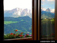 everything at once (H. Eisenreich Foto) Tags: flowers mountains alps reflection window berg prime photo ic foto fotografie fenster hans award blumen berge heike alpen landschaft alto alpi spiegelung dolomites pension 2012 reise sdtirol bolzano bozen adige dolomiten sasso lungo langkofel schlern dolimiti reisefotografie villandro villanders poststrasse eisacktal villanderer landschaftsfotografie schmidmhlen eisenreich erlacher reisefoto blumenkiste eijomian landschftsfoto