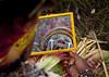 Make up in Mount Hagen festival singsing - Papua New Guinea (Eric Lafforgue) Tags: culture tribal papou tribes png tradition tribe papuanewguinea ethnic tribo headdress headwear papu ethnology headgear tribu 巴布亚新几内亚 3452 papuaneuguinea papuanuovaguinea パプアニューギニア ethnie papouasienouvelleguinée papuaniugini papoeanieuwguinea papuásianovaguiné papuanyaguinea παπούανέαγουινέα папуановаягвинея papúanuevaguinea 巴布亞紐幾內亞 巴布亚纽几内亚 巴布亞新幾內亞 paapuauusguinea ปาปัวนิวกินี papuanovaguiné papuanováguinea папуановагвинеја папуановагвинея papuanowagwinea papuanugini papuanyguinea 파푸아뉴기니