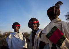 Karrayyu warriors during Gadaa ceremony - Ethiopia (Eric Lafforgue) Tags: culture tribal tribes tradition tribe ethnic gadda tribo ethnology tribu äthiopien etiopia gada ethiopie etiopía oromia oromo エチオピア etiopija borana ethnie ethiopië 埃塞俄比亚 etiopien 7895 etiópia 埃塞俄比亞 etiyopya אתיופיה эфиопия 에티오피아 αιθιοπία 이디오피아 種族 етиопија 衣索匹亚 衣索匹亞 kereyu karrayyu karrayu kararyu karrayuborana