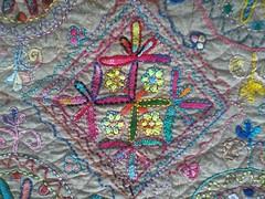 bloco 01 (gata arteira by cris) Tags: pattern patch patchwork elephante paps redwork moldes blocodepatchwork mimosempatchwork