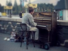 La leggenda del pianista sul lago (Maria Velon) Tags: newzealand lago piano queenstown aotearoa wakatipu pianista nuovazelanda