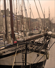 "Quay ""Hoge der A"" in Groningen 2 (Foto Martien) Tags: city autumn holland history fall netherlands dutch river town university herfst kade nederland medieval quay groningen picturesque universiteit oldcity stad architectuur archtecture niederlande hanse aakerk historisch akerk rivier najaar middeleeuws hanze hanseaticleague hanzestad achurch hanza riviertje hanseaticcity hogederaa oudestad schilderachtig hogedera a550 aachurch martienuiterweerd carlzeisssony1680 martienarnhem sonyalpha550 mygearandme mygearandmepremium martienholland mygearandmebronze mygearandmesilver mygearandmegold fotomartien"