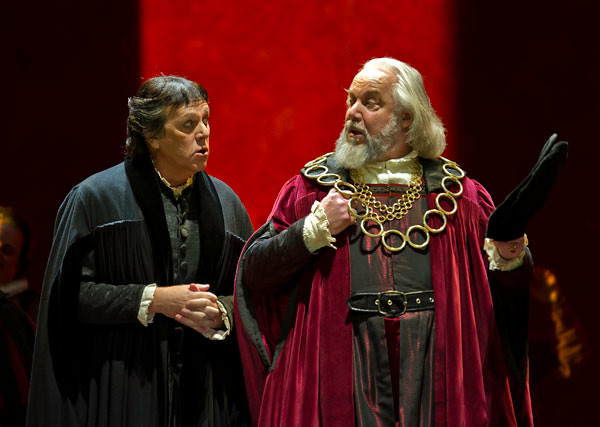 Peter Coleman-Wright as Beckmesser and Sir John Tomlinson as Pogner in Die Meistersinger von Nürnberg © Clive Barda/ROH 2011