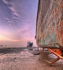Stranded for life (Liverpoolian) Tags: sunset boats kuwait hdr doha wideanglelens photomatix scanon