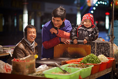 Dawn smile (Eason Q) Tags: life winter night canon market journey snacks       changshu     humanistic jiangsuchina