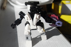 My Elite (With Custom Painted Needler)! (ZachTheKing) Tags: lego halo elite needler brickarms