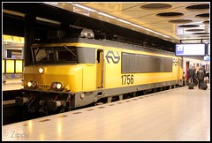 NS 1756 (Zippy's Revenge) Tags: holland netherlands dutch station amsterdam electric train ns rail railway locomotive railways schiphol 1756 1700class