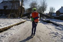 Natuurijs Giethoorn (NLHank) Tags: schaatsen natuurijs giethoorn overijssel nederland netherlands holland dutch venice dorp dorpsgracht bruggetjes wiede bovenwiede canon eos 7d eos7d winter ijs sneeuw 2012