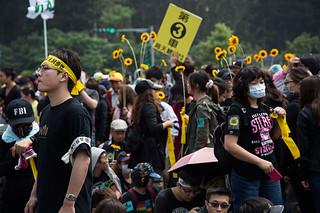 台湾民众走上街头反对服贸协议