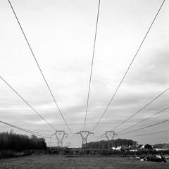 Les Uselles, Le Me-sur-Seine - Seine-et-Marne (haperla) Tags: bridge bw france mamiya field electric square wire noir ledefrance suburban nb pont raphael tension et fr blanc champ haute voltage carr fils hight reseau c330 lctrique lemesurseine firon haperla banlieur