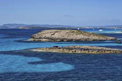 Juego de azules (Juan Pedro Gmez-51) Tags: blue sea espaa seascape water azul island islands mar spain agua mediterranean formentera mediterrneo illetes blue islands islas baleares blues marine range azules marinos pitiusas pitiusyc