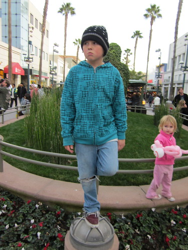 "Kids on Venice boardwalk • <a style=""font-size:0.8em;"" href=""http://www.flickr.com/photos/28749633@N00/6447737239/"" target=""_blank"">View on Flickr</a>"