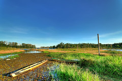 #850C6730- The sky always blue and the grass always green in waduk manggar (crimsonbelt) Tags: sky lake boats grasses hdr waduk balikpapan manggar