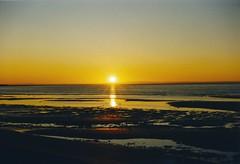1996-Kanada Sonnenuntergang am St.-Lorenz-Strom (hansziel99) Tags: sonnenuntergang sunset beach strand kanada canada nikon 801
