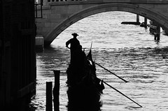 Gondola - Ponte dei sospiri. (stefa93) Tags: venice nikon gondola 300 nikkor 55 venezia gondolier gondoliere d5100