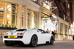 A Super Suprise. (Alex Penfold) Tags: auto camera white london cars alex sports car sport mobile canon photography eos photo cool flickr image awesome flash picture super spot arabic exotic photograph arab spotted hyper bugatti supercar spotting exotica sportscar 2012 qatar sportscars supercars veyron supersport penfold supersports spotter hypercar 60d hypercars alexpenfold