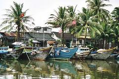 Fishing boats in Hoi An (Vietnam 2001) (paularps) Tags: 2001 travel holiday nature vakantie flickr culture vietnam leisure reizen flickrcom destinations vakantiefotos adventuretravel arps paularps