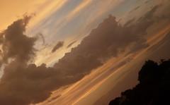 (_juliamelo) Tags: cu nuvem anoitecer crepsculo