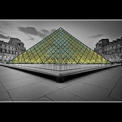 Pyramide au Louvre (Zed The Dragon) Tags: city morning bridge light sunset sky paris france building skyline architecture skyscraper photoshop jaune reflections french landscape effects europe flickr cityscape view pyramid minolta louvre sony capital best musee full fave bleu un most frame faves 100 fullframe alpha soir pyramide reflets postproduction hdr highdynamicrange sal lelouvre zed lumires francais verre cour lightroom historique effets storia parisien carre favoris 24x36 poselongue 100faves a850 eclairages sonyalpha 100comment dslra850 alpha850 zedthedragon 100coms musictomyeyeslevel1