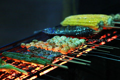 BBQ in Bagan (pinnee.) Tags: burma myanmar barbeque bagan burmesefood myanmarfood nyaungoo oldbagan harmonyrestaurantbarbeque