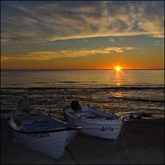 Amanece - dawns (Pilar Azaa Taln ) Tags: espaa color luz sunrise boats dawn mar spain agua alba amanecer cielo barcas almera magia lasnegras salidadelsol parquenaturalcabodegatanijar pilarazaataln copyrightpilarazaataln