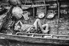 Sleepy (Feca Luca) Tags: street people river children blackwhite asia market outdoor fiume vietnam mercato reportage bimbi sleepers