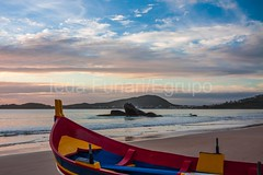 bombas-0077 (iedafunari) Tags: santa praia brasil mar barco gaivotas catarina amanhecer bombas canoa bombinhas
