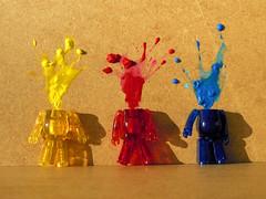 Explosions de couleurs ! (AGUILA81) Tags: color nikon explosion peinture coolpix gouache jellybean couleur bearbrick berbrick medicom boum cervelle s640