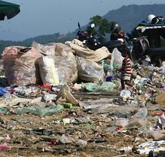 20120211ippa10 (demo_clash) Tags: ipoh landfill sampah bercham pelupusan landfillkawasanpelupusansampah