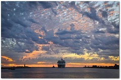 Cruse ship arriving at Fremantle, Western Australia (Marc Russo (Australia)) Tags: sunset summer hot port boat ship harbour indianocean australia blister tugboat tug aussie fremantle westernaustralia