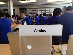 Genius Bar (Apple Store, ifc mall) (MikeLau_) Tags: hk apple hongkong mac ipod applestore genius 香港 ifc geniusbar iphone ipad 中環 蘋果 ifcmall appleretailstore 國金 macbook macbookpro 中環ifc 蘋果官方零售店