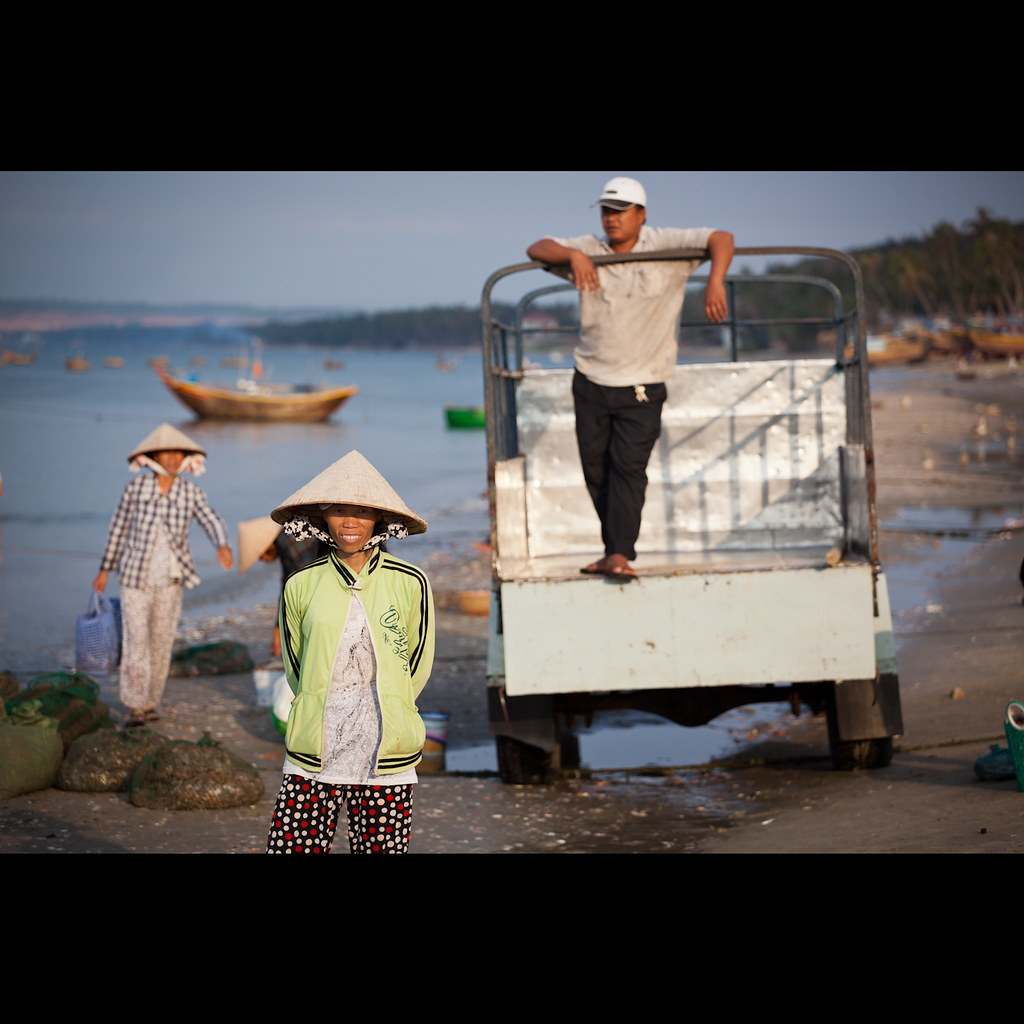 Waiting for the Catch, Mui Ne, Vietnam