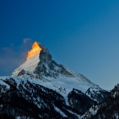Matterhorn Wake Up Call [Explore First Page] (Maria_Globetrotter) Tags: morning schnee winter sky mountain snow alps sunrise trekking one golden switzerland day january pass landmark icon skii glacier berge clear ridge edward explore valley zermatt matterhorn monte horn alpen peaks der mons mont morgen pennine canton matte marias aosta 2012 valais highest welt cervin einer goldenlight wahrzeichen cervino montecervino metres hrnli theodul whymper silvius montcervin deadliest breuilcervinia hchsten bekanntesten mariasweden